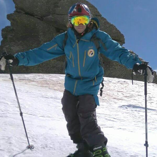 Aquí encontrarás las tarifas de la Escuela de esquí y snowboard. Clases privadas y grupales.