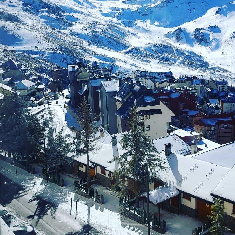 Zona Media de la estación de esquí de Sierra Nevada.