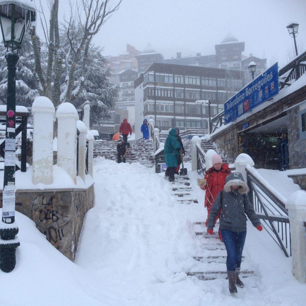 Rental de equipos esquí snowboard ropa complementos en Sierra Nevada Granada