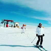 Esquiadora en pista